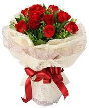 12 adet kırmızı gül buketi  Siirt çiçekçiler