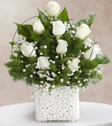 9 beyaz gül vazosu  Siirt yurtiçi ve yurtdışı çiçek siparişi