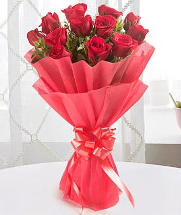 12 adet kırmızı gülden modern buket  Siirt çiçek mağazası , çiçekçi adresleri