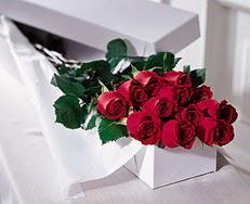 Siirt yurtiçi ve yurtdışı çiçek siparişi  özel kutuda 12 adet gül