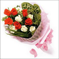 5 kirmizi 5 beyaz güllerden   Siirt ucuz çiçek gönder