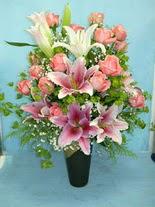 Siirt çiçek gönderme  cam vazo içerisinde 21 gül 1 kazablanka