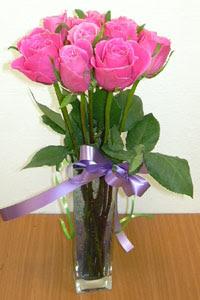 cam vazo içerisinde 11 adet gül  Siirt çiçek gönderme
