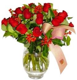Siirt çiçek gönderme sitemiz güvenlidir  11 adet kirmizi gül  cam aranjman halinde