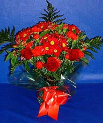 Siirt İnternetten çiçek siparişi  3 adet kirmizi gül ve kir çiçekleri buketi