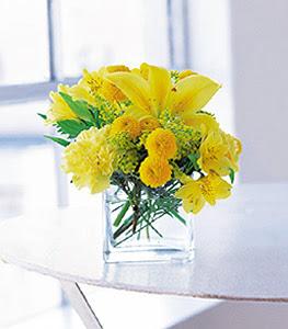 Siirt çiçek yolla , çiçek gönder , çiçekçi   sarinin sihri cam içinde görsel sade çiçekler
