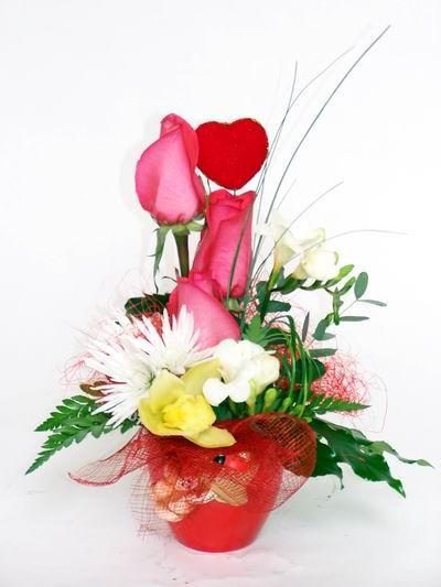 Siirt çiçek yolla , çiçek gönder , çiçekçi   cam içerisinde 3 adet gül ve kir çiçekleri