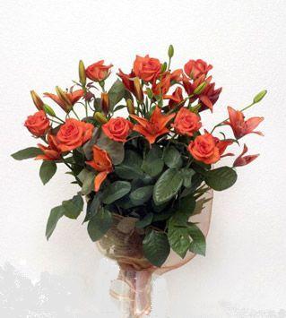 9 adet gül ve 3 adet lilyum çiçegi buketi   Siirt hediye çiçek yolla