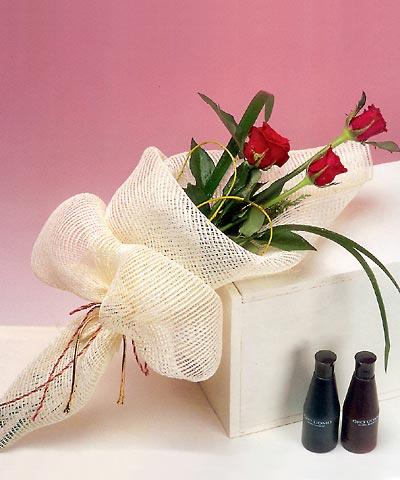 3 adet kalite gül sade ve sik halde bir tanzim  Siirt çiçek satışı