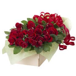 19 adet kirmizi gül buketi  Siirt uluslararası çiçek gönderme