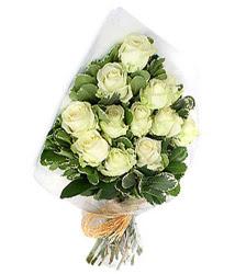 Siirt anneler günü çiçek yolla  12 li beyaz gül buketi.