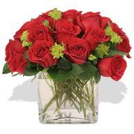 Siirt güvenli kaliteli hızlı çiçek  10 adet kirmizi gül ve cam yada mika vazo