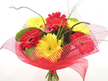 9 adet gerbera çiçeklerinden buket  Siirt yurtiçi ve yurtdışı çiçek siparişi