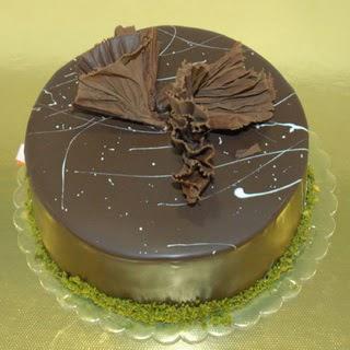 pastaci ustamizdan 4 ile 6 kisilik fistikli çikolatali yaspasta  Siirt online çiçek gönderme sipariş