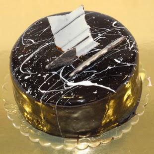 pasta gönder 4 ile 6 kisilik parça çikolatali yaspasta  Siirt çiçek satışı