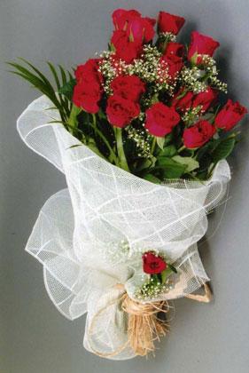 10 adet kirmizi güllerden buket çiçegi  Siirt 14 şubat sevgililer günü çiçek