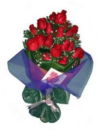 12 adet kirmizi gül buketi  Siirt ucuz çiçek gönder