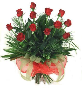 Çiçek yolla 12 adet kirmizi gül buketi  Siirt uluslararası çiçek gönderme