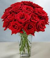 Siirt çiçek gönderme sitemiz güvenlidir  cam vazoda 11 kirmizi gül  Siirt internetten çiçek siparişi