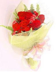 9 adet kirmizi gül buketi  Siirt hediye çiçek yolla