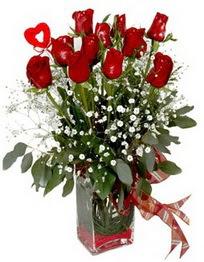 Siirt çiçek , çiçekçi , çiçekçilik  9 adet mika yada cam vazoda gül tanzimi kalp çubuk