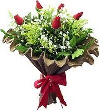 Siirt ucuz çiçek gönder  5 adet kirmizi gül buketi demeti