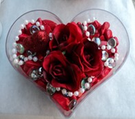 Siirt hediye çiçek yolla  mika kalp içerisinde 3 adet gül ve taslar