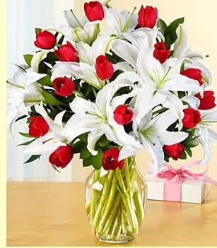 Siirt çiçek yolla  3 kazablanka 10 kırmızı gül vazosu