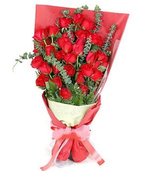 Siirt kaliteli taze ve ucuz çiçekler  37 adet kırmızı güllerden buket