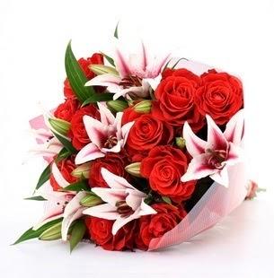 Siirt çiçek , çiçekçi , çiçekçilik  3 dal kazablanka ve 11 adet kırmızı gül