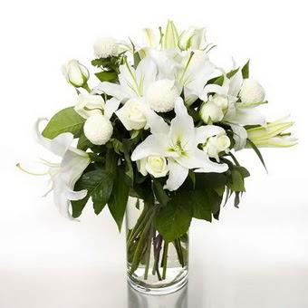 Siirt çiçek servisi , çiçekçi adresleri  1 dal cazablanca 7 adet beyaz gül vazosu