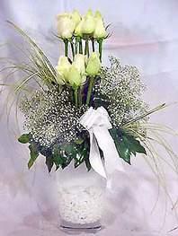Siirt ucuz çiçek gönder  9 adet vazoda beyaz gül - sevdiklerinize çiçek seçimi