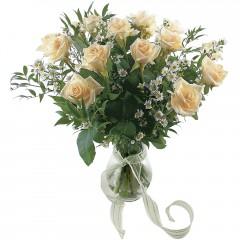 Vazoda 8 adet beyaz gül  Siirt internetten çiçek satışı