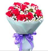 12 adet kırmızı gül ve beyaz kır çiçekleri  Siirt çiçek gönderme sitemiz güvenlidir