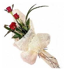 3 adet kırmızı gül buketi  Siirt uluslararası çiçek gönderme