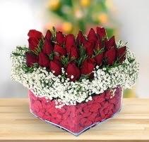 15 kırmızı gülden kalp mika çiçeği  Siirt yurtiçi ve yurtdışı çiçek siparişi
