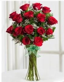 Cam vazo içerisinde 11 kırmızı gül vazosu  Siirt çiçekçiler