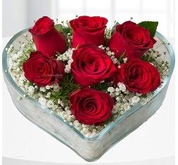 Kalp içerisinde 7 adet kırmızı gül  Siirt online çiçek gönderme sipariş