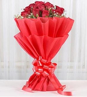 12 adet kırmızı gül buketi  Siirt İnternetten çiçek siparişi