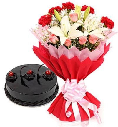 Karışık mevsim buketi ve 4 kişilik yaş pasta  Siirt çiçek gönderme sitemiz güvenlidir